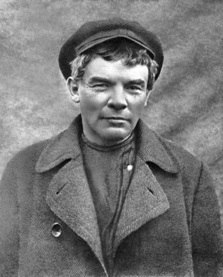 В.И.Ленин в гриме и парике, август 1917 года height=400