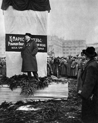 В.И.Ленин. Москва, 7 ноября 1918 года height=400