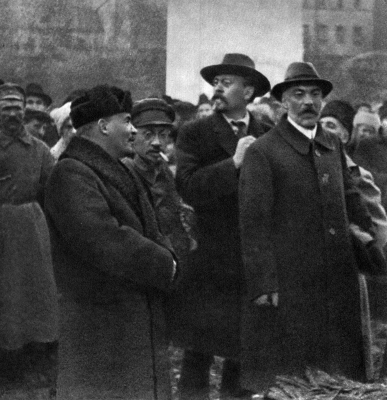 В.И.Ленин, Я.М.Свердлов, М.Ф.Владимирский и П.Г.Смидович height=400