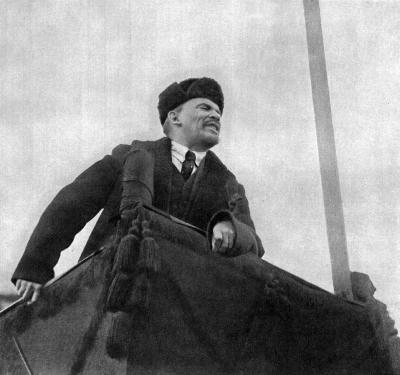 В.И.Ленин произносит речь height=375
