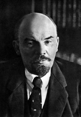 В. И. Ленин в своем кабинете в Кремле height=400