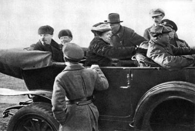 Ленин В.И., Крупская Н.К. и Ульянова М.И. height=269