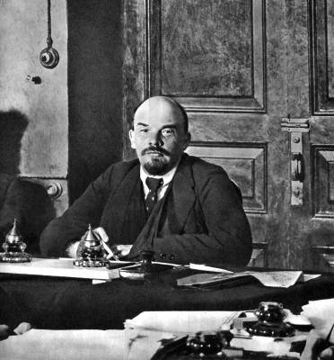 Ленин В.И. в Кремле председательствует на заседании Совнаркомав height=400