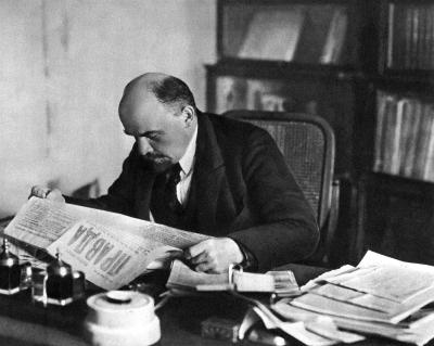 Ленин В.И. за рабочим столом в своем кабинете в Кремле height=319