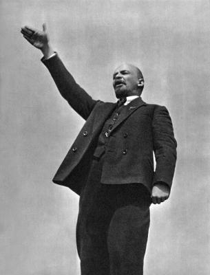 В. И. Ленин на открытии памятника Степану Разину height=400