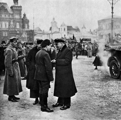В. И. Ленин беседует с секретарем МК РКП(б) Загорским В.М. height=394