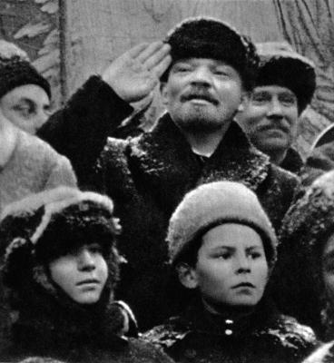 В.И.Ленин во время празднования II-й годовщины Великой Октябрьской социалистической революции height=400