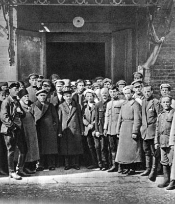 В.И.Ленин и М.И.Калинин в группе курсантов height=400