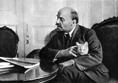 В.И.Ленин в своей квартире в Кремле height=283