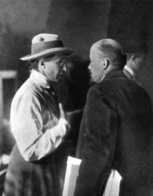 В.И.Ленин и Е.Д.Стасова во время работы II конгресса Коминтерна height=400