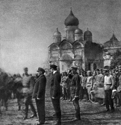 В.И.Ленин принимает парад XI выпуска командиров Первых Московских советских пулемётных курсов height=400