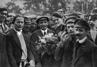 В.И.Ленин в момент прибытия на II конгресс Коминтерна height=278