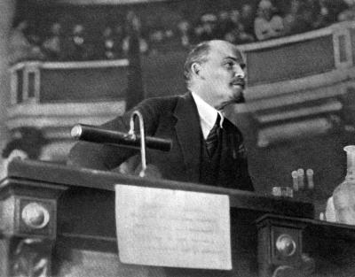 В.И.Ленин на заседании II конгресса Коминтерна height=313