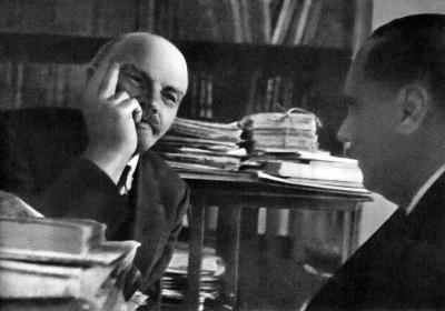 В.И.Ленин беседует с английским писателем Гербертом Уэллсом height=280