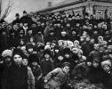 В.И.Ленин и Н.К.Крупская в группе крестьян на празднике, посвящённом открытию Кашинской электростанции