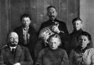В.И.Ленин и Н.К.Крупская с А.И.Елизаровой, М.И.Ульяновой, Д.И.Ульяновым и Г.Я.Лозгачевым