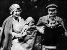 Ульянова А.В. и Ленин с племянниками Ольгой и Виктором