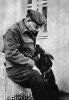 В.И.Ленин с собакой Айда.